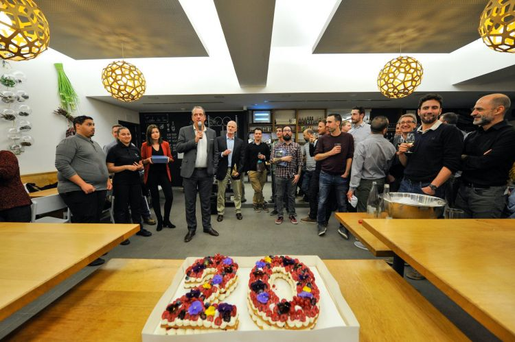 gateau personnalisé anniversaire d'entreprise